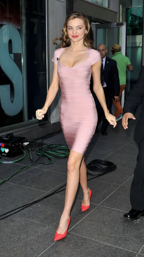 Miranda Kerr caminando... La vie en rose!