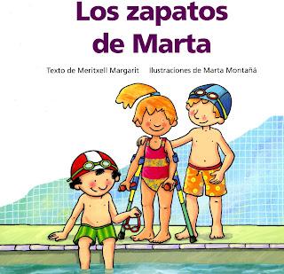 En la portada tres niños están en el borde de una piscina, una de ellas es Marta, de pie con sus muletas
