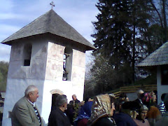 Tot la biserica GRUSETU, comuna Costesti, judetul Valcea. Aici se vede clopotnita