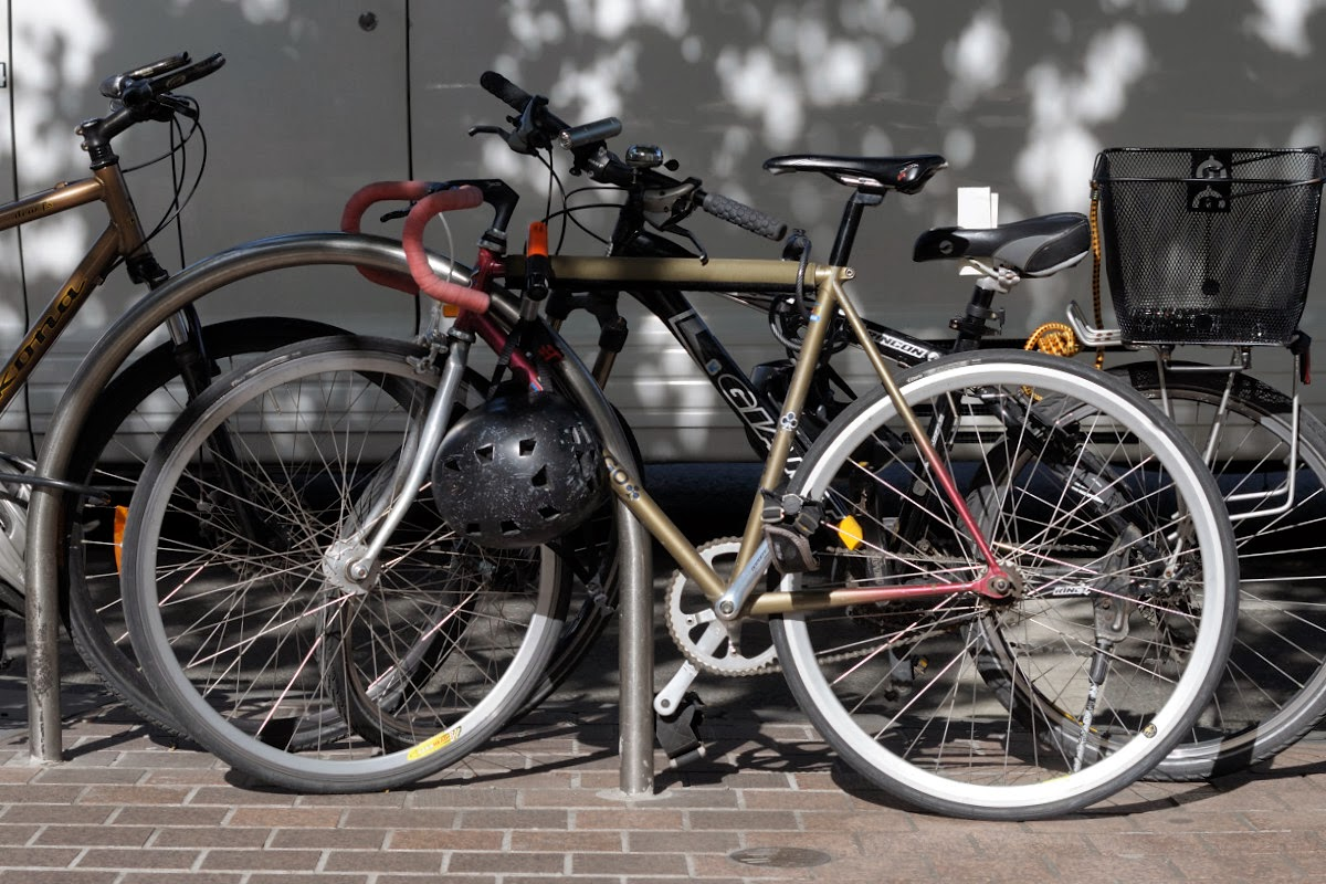 colnago single speed track frame bicycle melbourne australia st Kilda road stylish deda headstem velocity rims miche centaur tim macauley the biketorialist
