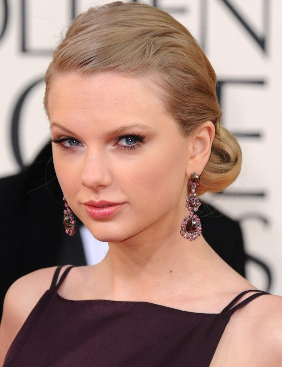 Taylor Swift Updo Hairstyle 2013 Golden Globes