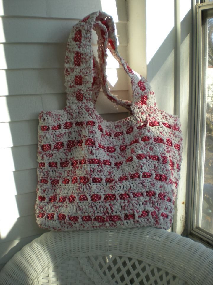 Free Crochet Patterns Plarn Bags : The Crochet Foyer: The Cutest Plarn Grocery/Beach Bag