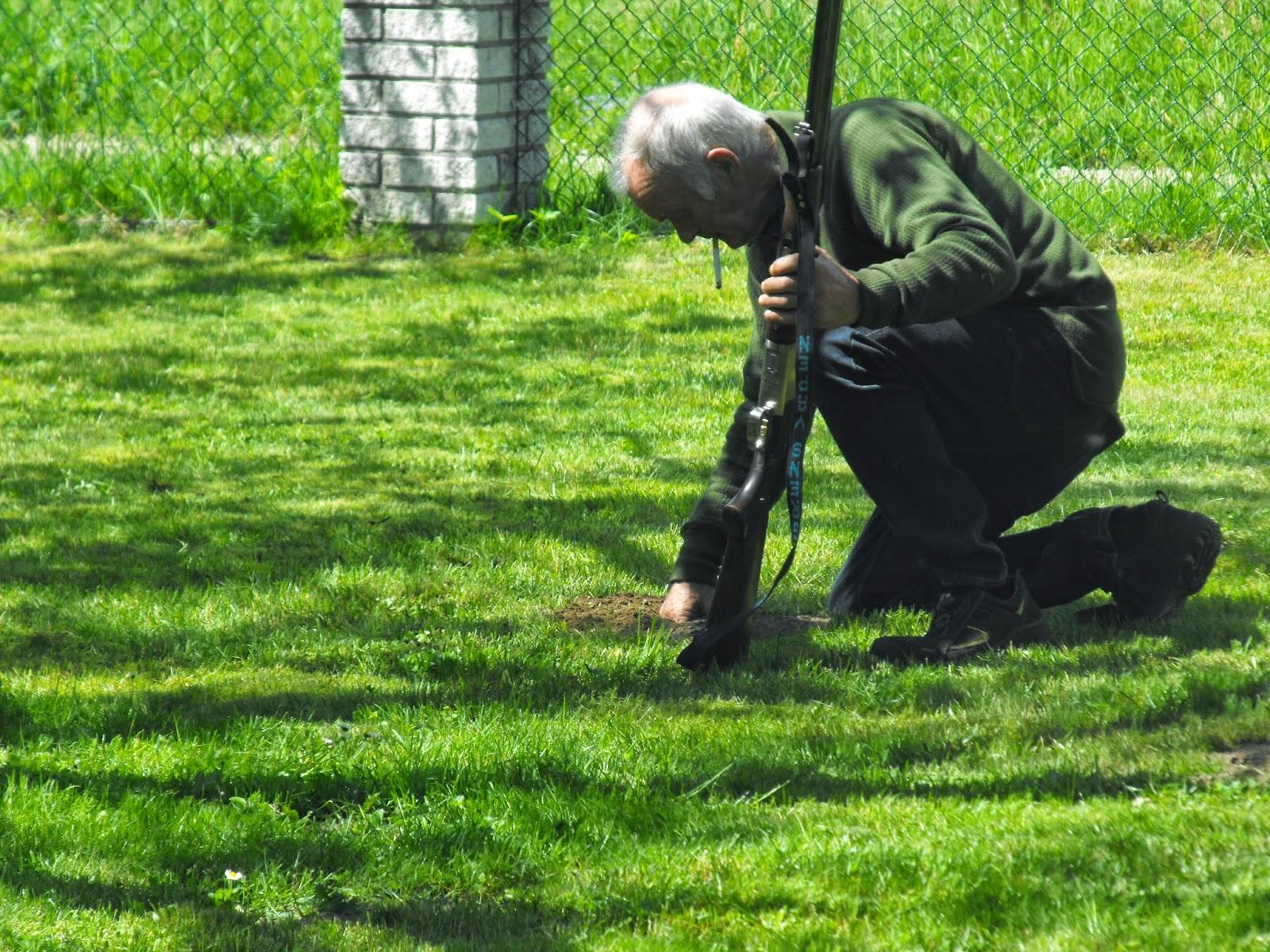 Sösdala, mullvad, mullvadsjakt, livet på landet, landsbygden, gevär, skjuta, Hässleholm
