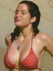 Red bikini (2/4)