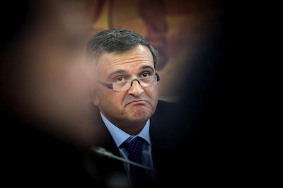 Miguel Relvas, Deputado, Operador de Máquinas, Junta de Freguesia do Troviscal