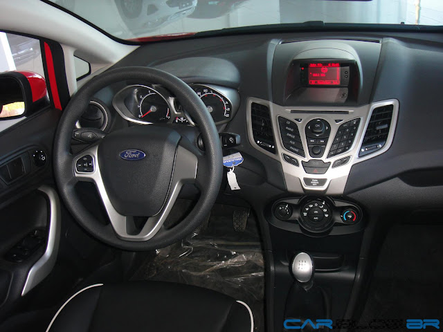 Ford New Fiesta Hatch 2013 SE - interior - por dentro