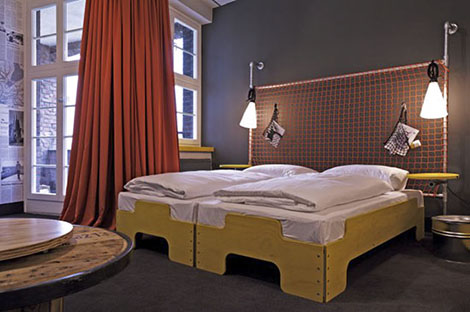superbude hotel hostel by dreimeta hamburg designcombo. Black Bedroom Furniture Sets. Home Design Ideas