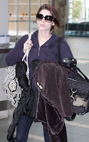 ashley-greene-confussed-at-Vancouver-International-Airport6.jpg