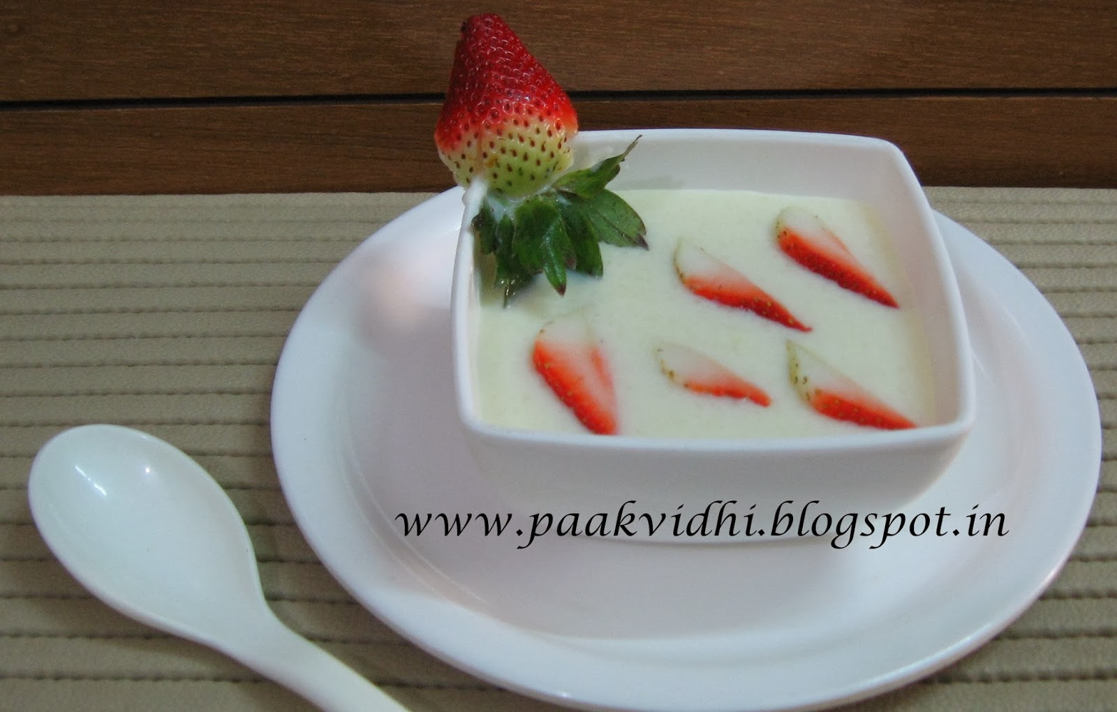 http://paakvidhi.blogspot.in/2014/01/strawberry-phirni-kheer.html