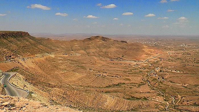 Le panorama Aïn El Anba. 1er arrêt du Circuit géologique autour de Béni Khédache.