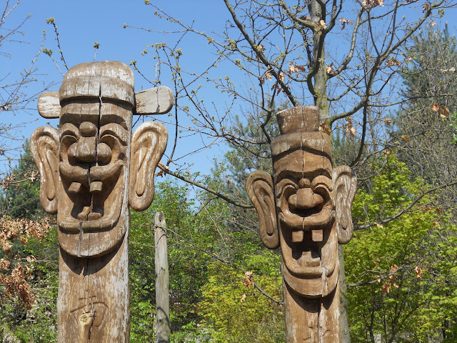totem poles Germany