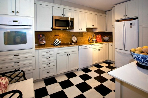 Black and white kitchen designs - Pintar sobre azulejos cocina ...