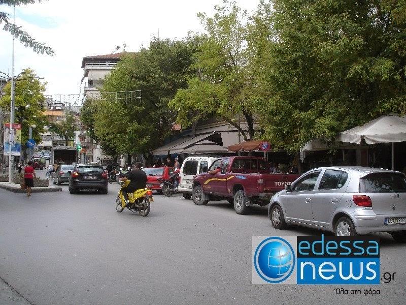 Διαπληκτίζονται οδηγοί για να πίνουν μερικοί το καφεδάκι τους στην μέση ενός πρώην δρόμου