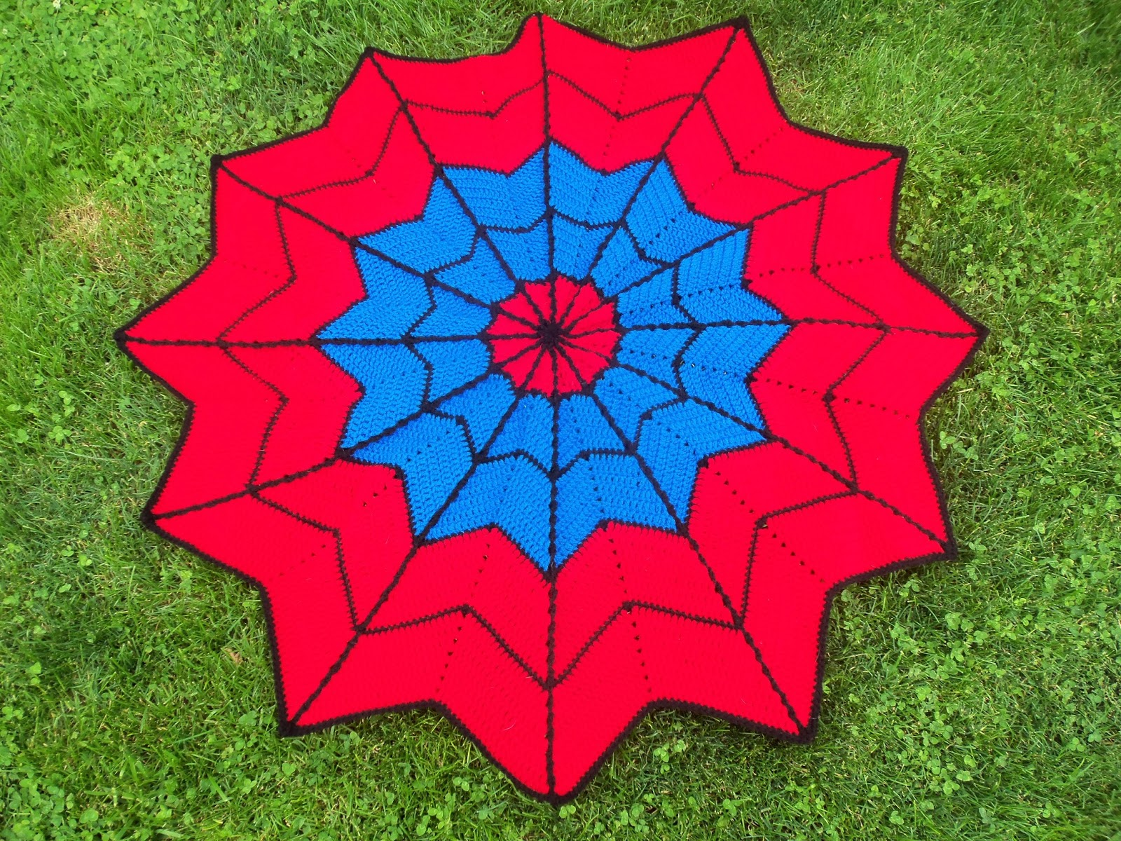 Sharon\'s Eclectic Retreat: Crocheted Spiderman-Like Baby Blanket
