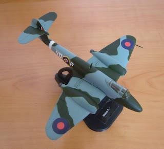 avión en miniatura colección Italeri a escala 1 a 100 Meteor F.1