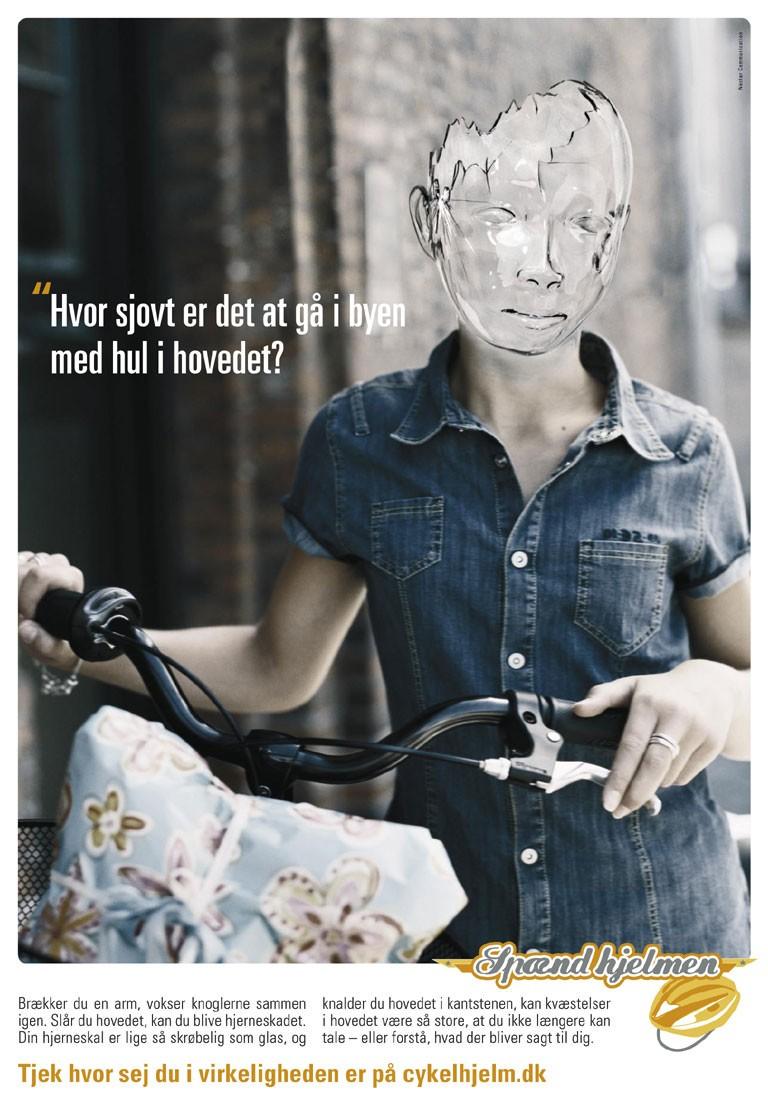 Manipulerende skræmme-kampagne for cykelhjelm - Hvor sjovt er det at gå i byen med hul i hovedet?