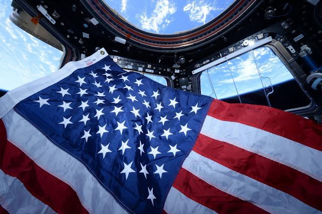 Sao và Sọc từ Trạm Không gian Quốc tế. Bản quyền hình : NASA.