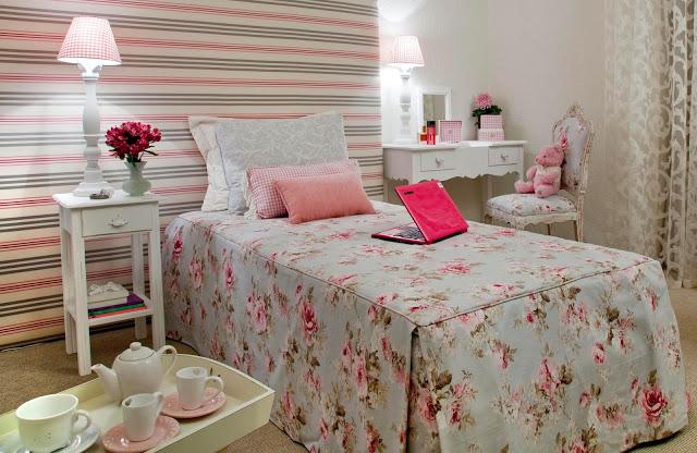 Quarto Sala E Um Cachorrinho Letra ~ Papel de parede ou tecido listrado em tons de rosa e preto