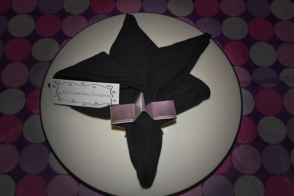 Render Lighting filter fleur de lis napkin fold