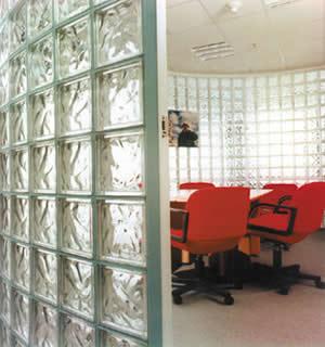 El manejo de la luz natural en la arquitectura m xima for Ladrillos traslucidos