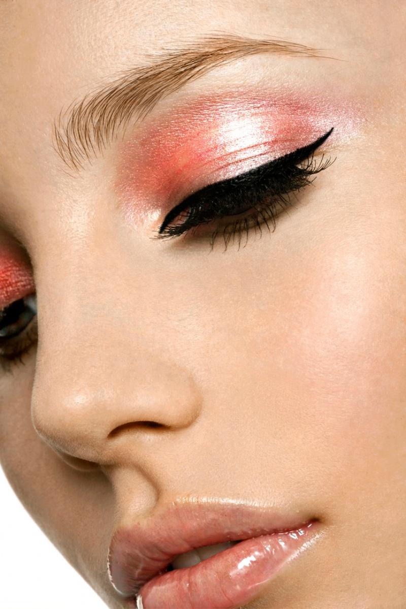 salmon-pink-eye-makeup.jpg