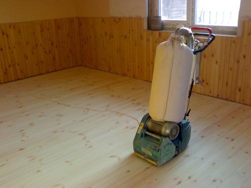 Отшлифовать деревянный пол