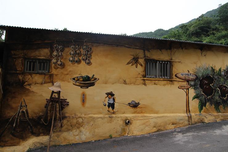 Fun free daegu travel tour a meeting of art and for Mural village seoul