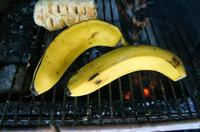 Banana assada na brasa