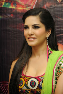 sunny-leone-at-jackpot-hyd-promo-event-009.jpg