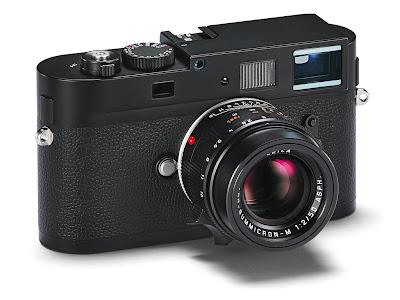 Fotografia della Leica M Monochrom di tre quarti