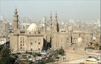 بالصور: تاريخ وتصميم مسجد السلطان حسن بالقاهرة