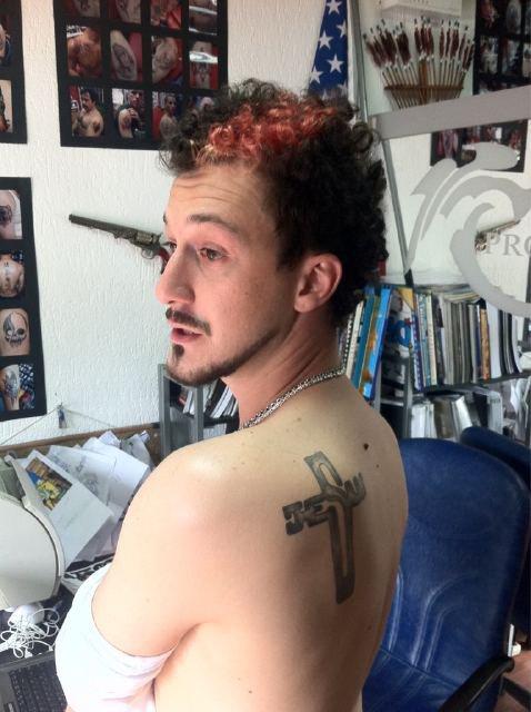 readnewstoday: Visari i Baba Stars ben tattoo Kryqin