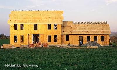 Casa nueva de madera en construcción