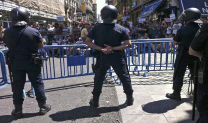 Puerta del Sol blindada pela polícia, antecipando-se a nova ação de protesto dos 'indignados'