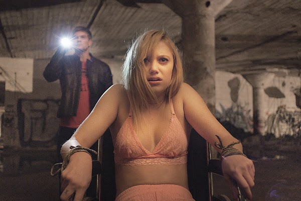 "Maika Monroe is stalked by Death in ""It Follows"""