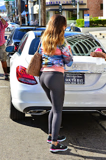 Kelly Brook booty in tights while out in LA 4.jpg