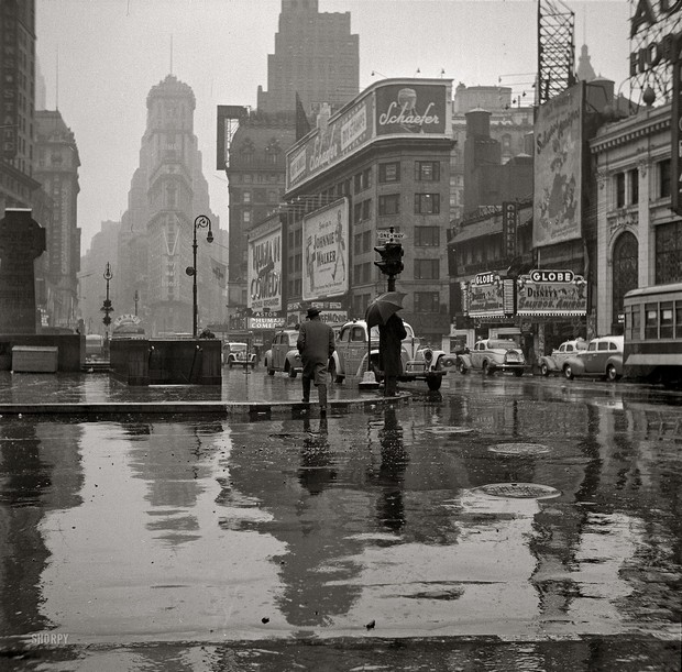 Times Square on a Rainy Day (1943)