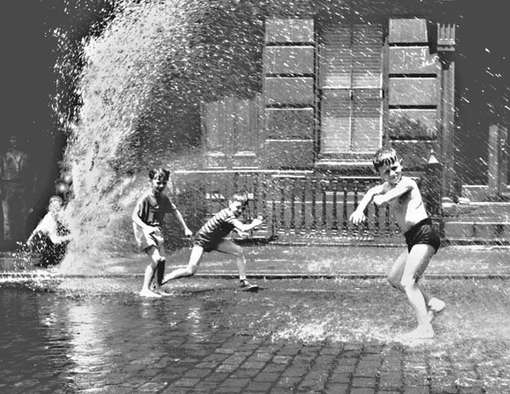 Boys+cooling+off%2C+city+hydrant.jpg (745×576)