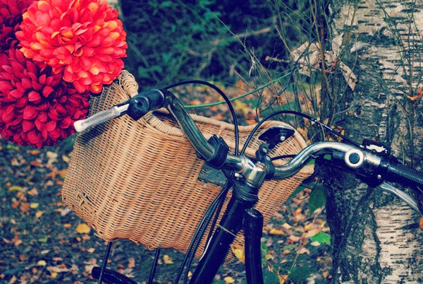Vintage wicker bike basket