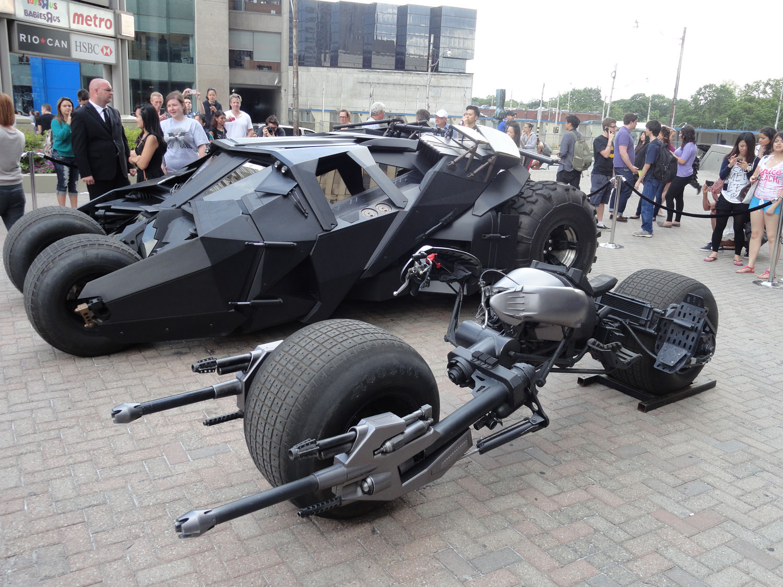 http://2.bp.blogspot.com/-kimRLVN1wmk/UJX8CEXbYwI/AAAAAAAAAd0/v4bTidMke78/s1600/Dark+Knight+tumbler+and+bat+pod.JPG