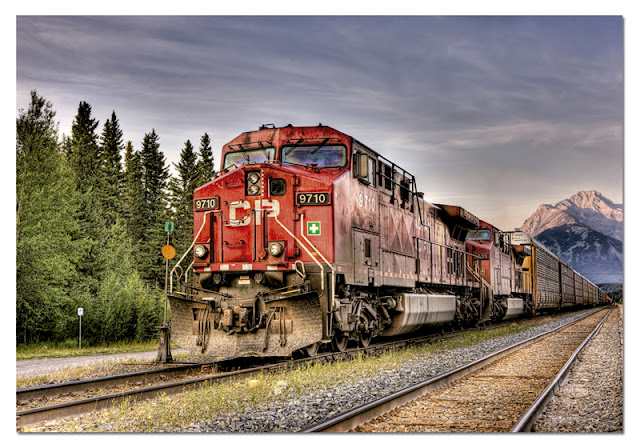 Canadian_Pacific_Train_Entering_Banff_1500_Educa_puzzle