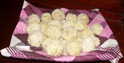 http://smerfetkagotuje.blogspot.com/2013/05/dietetyczne-rafaello.html