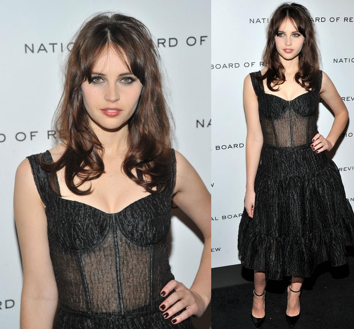 http://2.bp.blogspot.com/-kjChXxt5F9A/Tw39bLIKDxI/AAAAAAAAEAo/_nCywZbrAEQ/s1600/Felicity+Jones+In+Dolce+%2526+Gabbana+Spring+2012+-+2012+National+Board+of+Review+Awards+Gala.jpg