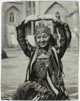 Tamara Khanum Uzbek dance icon photographed by Langston Hughes