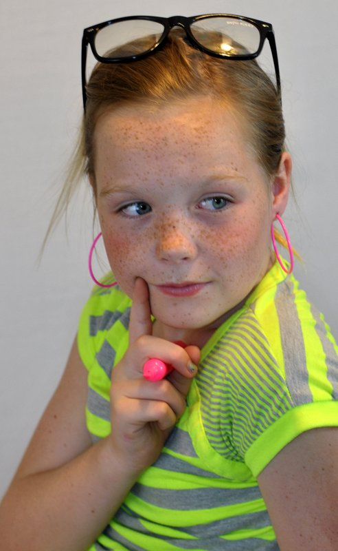 POSE child modeling mag Junior Fashion Experts: Fashion