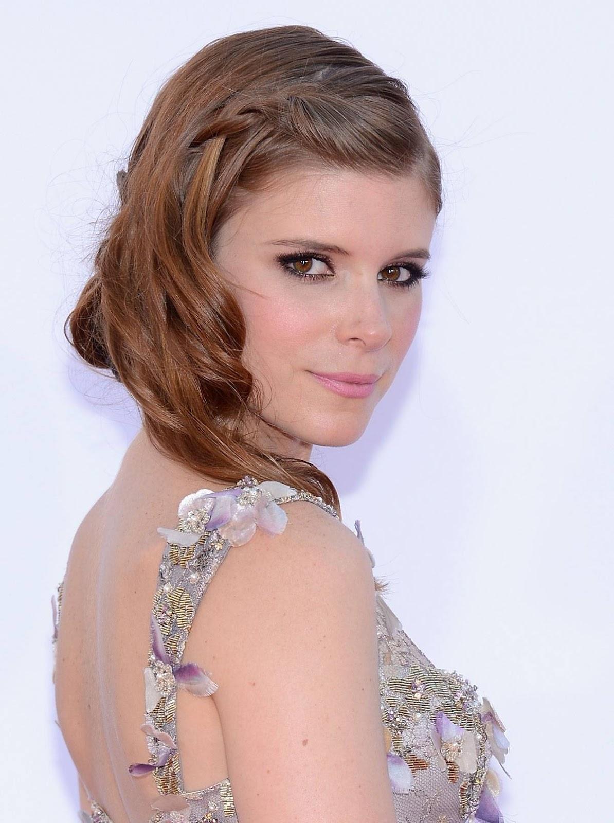 http://2.bp.blogspot.com/-kjmpYoxNjn0/UGNhyisxbYI/AAAAAAAAMnM/6-l7pIIT7W0/s1600/Kate-Mara-Primetime-Emmy-Awards-2012-Dress-6504.jpg