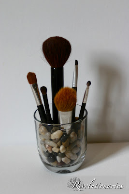 jar holding makeup brushes