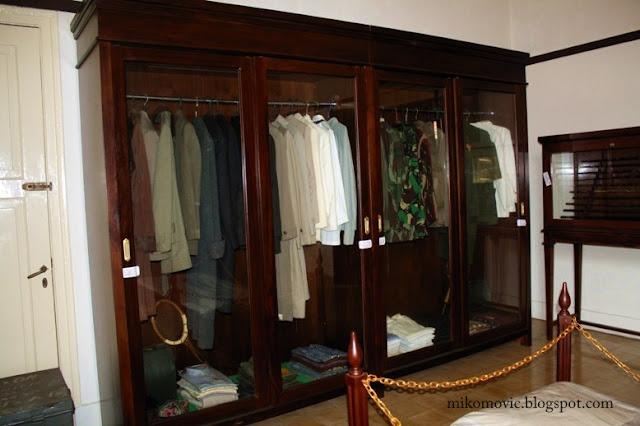 Baju dan seragam Pak Nas