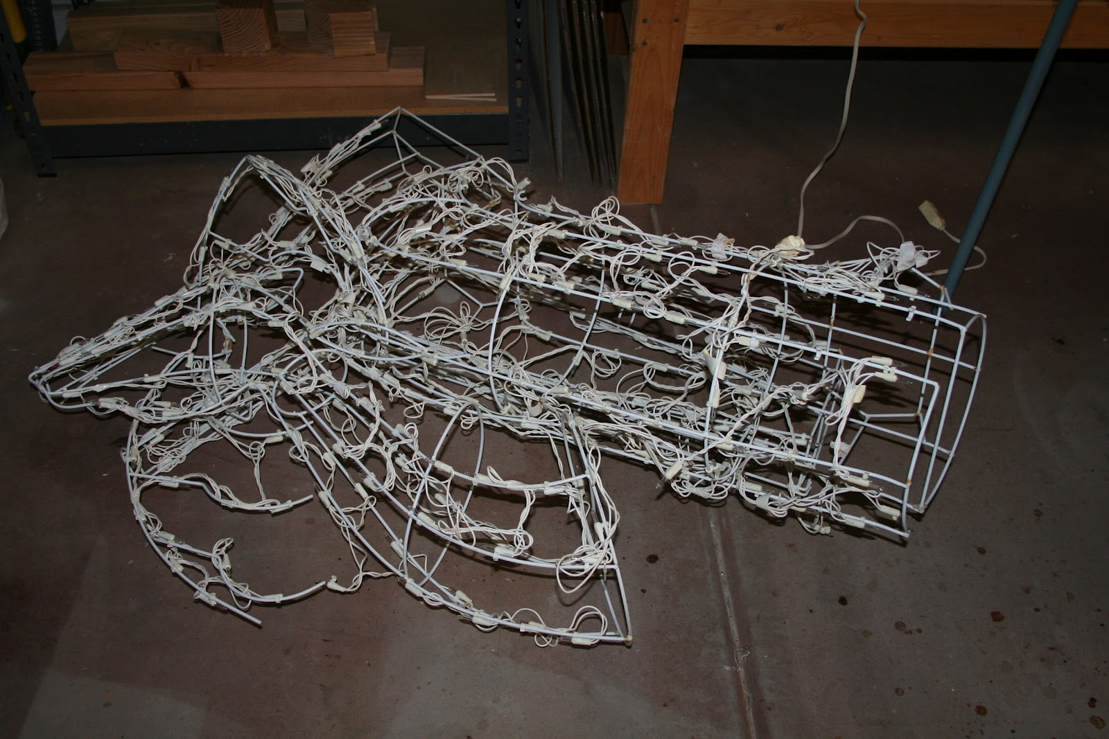 scoontemplations restringing an outdoor lighted deer - Wire Lighted Outdoor Christmas Decorations