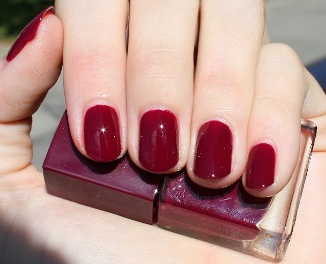 Nails Inc. Gel Effect Polish in Kensington High Street Swatch